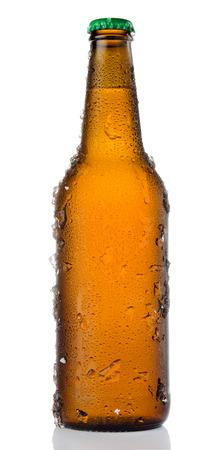 水滴と氷で冷やして分離茶色ビール瓶