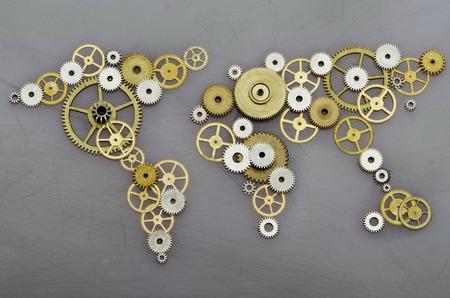 Cooperazione globale. Mappa del mondo formata da ingranaggi Archivio Fotografico