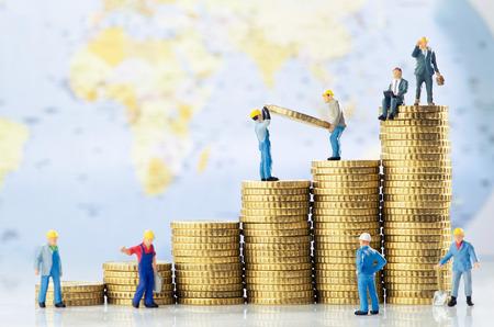 Werkende mannen creëren wereldwijde groei