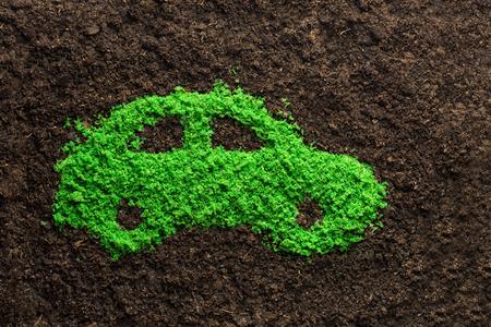 silhouette voiture: concept de voiture de l'énergie verte avec de l'herbe dans la forme d'une voiture