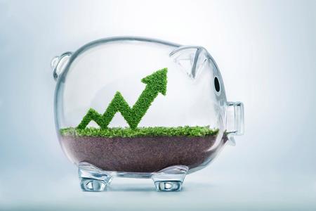Pasto creciendo en forma de un gráfico de flecha, dentro de una hucha transparente, que simboliza el cuidado, la dedicación y la inversión necesaria para el progreso, el éxito y el beneficio en los negocios.