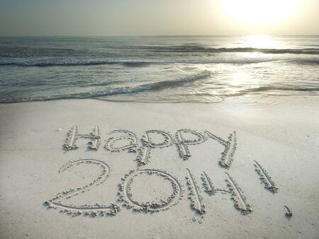 Feliz 2014 escrito en la arena en la playa concepto del A�o Nuevo photo