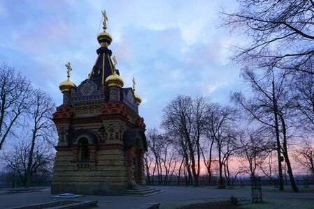 Gomel, Belarus. City Park at dawn. Chapel-tomb of the Paskeviches of 1870-1889 in the city Park. Rumyantsev And Paskevich Park. Famous Local Landmark at dawn. 免版税图像