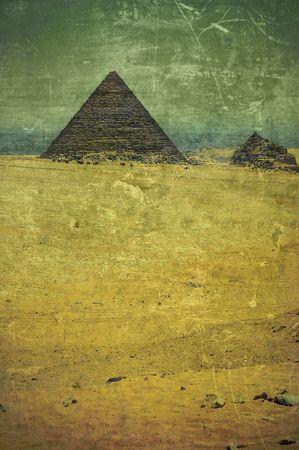 grunge old photo Pyramids in Egypt Standard-Bild