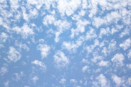 blau: Clouds in the sky