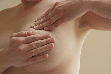 beaux seins: Auto-examen contre le cancer du sein