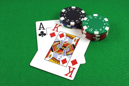 Big Slick - Ace King with poker chips on a green poker baize Banco de Imagens