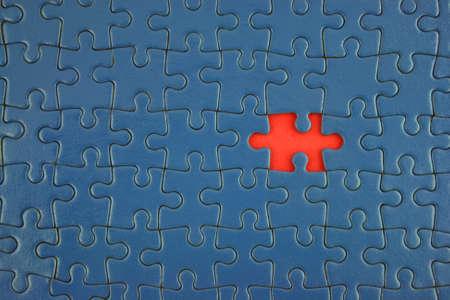 missing piece: Cerca de un azul con Jigsaw pieza faltante
