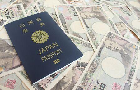 일본 돈과 여권 스톡 콘텐츠