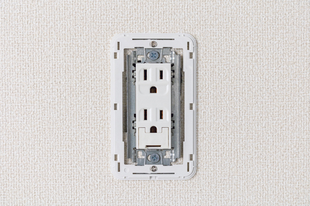 Installation of three-terminal receptacle