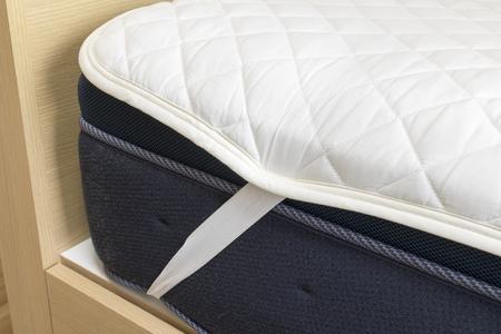 Bed mattress and padding pad