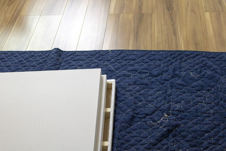 a protective covering on the floor 版權商用圖片