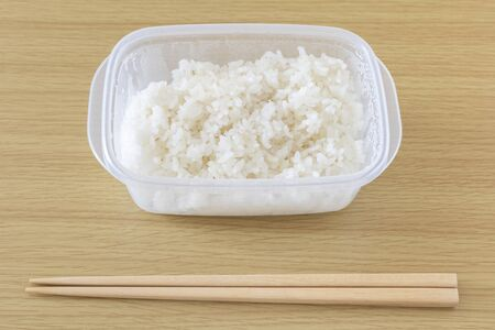 Thaw and eat frozen rice in tapper