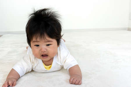 Baby trying to raise his head from prone (0 years old, 4 months old, girl)