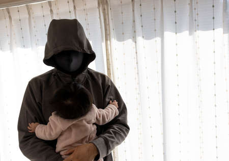 Image of a baby being kidnapped by a suspicious man (0 years old, 7 months old, girl, Japanese)