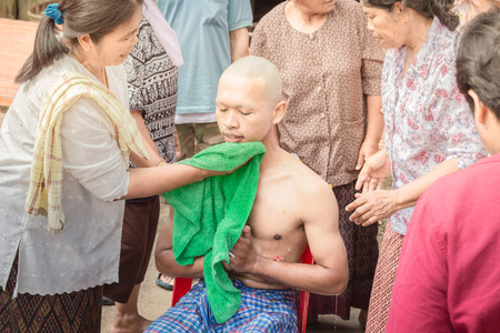 ordain: Nakhon Ratchasima, THAILAND, Nov 2015 : Thai males are ordained at the age of 21 years up to replace the grateful parents and follow the teachings of Buddhism come since ancient times.