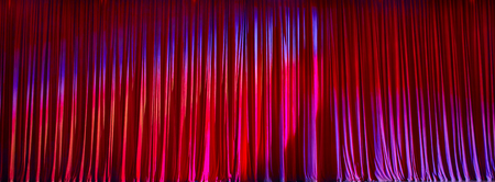 finesse: Red curtains panorama closed and the lights to a scene.