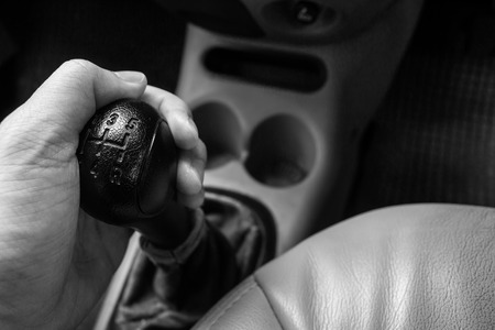 Man driving control car with a manual transmission car. Banque d'images - 120090721