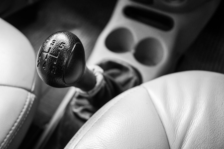 Control gear in driving a manual transmission car. Banque d'images - 120090744
