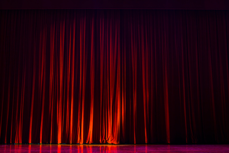 Red velvet curtains with the lights of the show and the wood flooring parquet. Banque d'images - 120091294