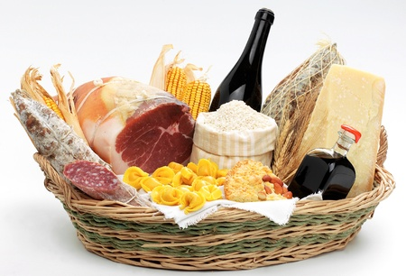 balsamic vinegar: Basket with italian food  Stock Photo