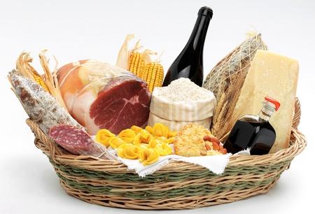 salame: Carrello con i prodotti alimentari italiani  Archivio Fotografico