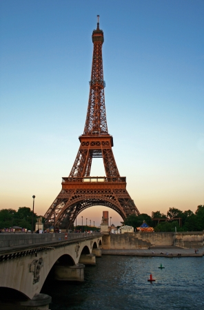 marte: Eiffel tower and Sena river at dusk, paris Stock Photo