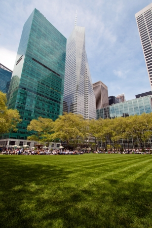 bryant park: Bryant Park public space and sorrounding buildings, New York City