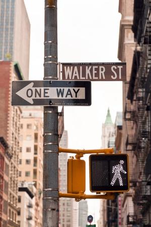 道路標識やニューヨーク ソーホー、アメリカの信号機