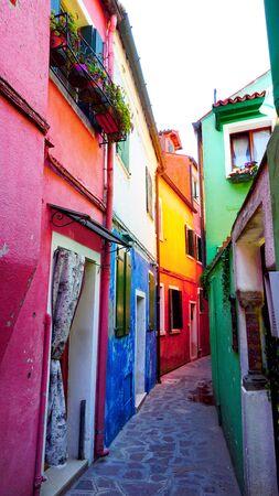 Burano colorato architettura in vicolo, Venezia, Italia