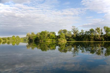 Flusslandschaft in Frankreich  Le Doubs
