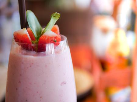 A glass of strawberry yogurt smoothise closeup 스톡 콘텐츠
