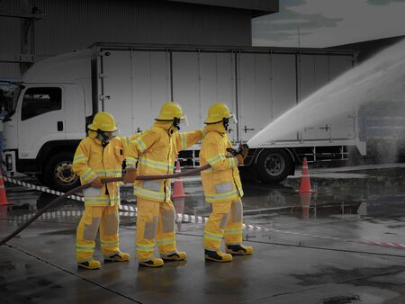 The fire fighting team were handle the emergency situation by spray the water 스톡 콘텐츠