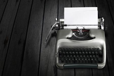 the typewriter: vieja m�quina de escribir