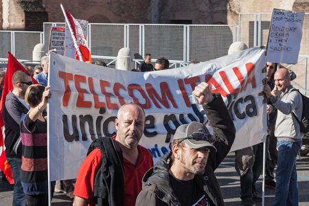 manifests: Rome, Italy - November 14, 2014: Protest of students and teachers against the government and the economic measures in Italy.