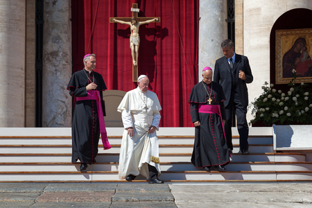 ecclesiastical: Vatican, Italy - September 3, 2016: Pope Francis along with bishops, down the steps of the church square, in front of St. Peters Basilica in the Vatican.