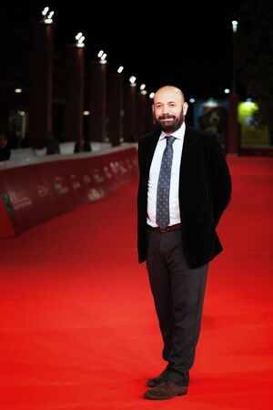 ROME, ITALY - NOVEMBER 02: Antonio Mendez Esparza walks a red carpet for 'Life & Nothing More (La Vida y Nada Mas)' during the 12th Rome Film Fest at Auditorium Parco Della Musica on November 2, 2017 in Rome, Italy. Imagens - 89298989