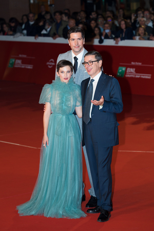 Rome, Italy. 18th October, 2018. Cailee Spaeny, Drew Goddard and Antonio Monda poses on the red carpet for the movie 'Bad Times, of the 13th Rome Film Fest at Auditorium Parco Della Musica. Rome Film Fest 2018. 報道画像