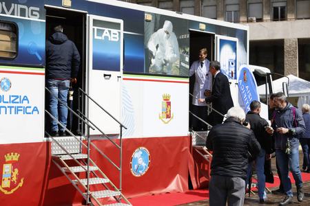 Rome, Italy - April 14, 2019: Piazza San Giovanni Bosco, people lined up before entering the scientific police stands, where the tools used in criminal investigations are shown. Banque d'images - 122153302