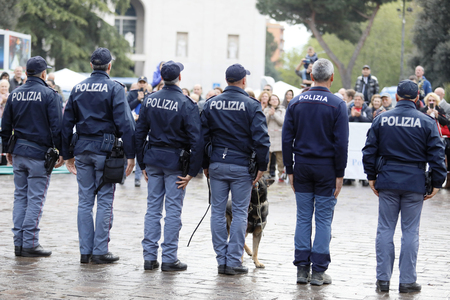 Rome, Italy - April 14, 2019: Piazza San Giovanni Bosco, policemen from the canine department, in front of the public, at the end of the demonstration with the dogs in the square. Standard-Bild - 122153319