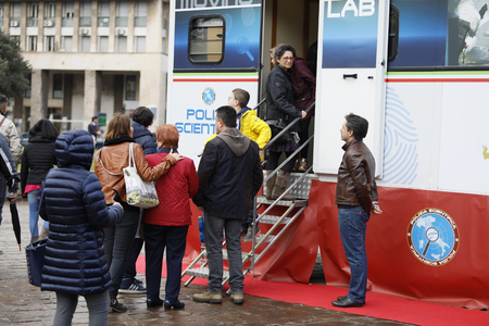 Rome, Italy - April 14, 2019: Piazza San Giovanni Bosco, people lined up before entering the scientific police stands, where the tools used in criminal investigations are shown. Banque d'images - 122153321