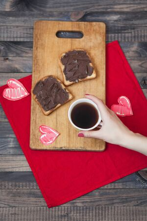 desayuno romantico: Toast with chocolate paste. Romantic breakfast on Valentines Day