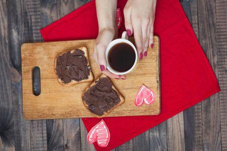 desayuno romantico: Toast with chocolate paste. Romantic breakfast on Valentines Day