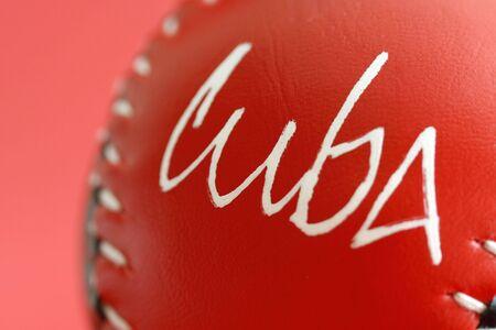 rebeldia: una pelota de béisbol en un simple fondo