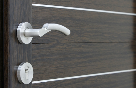 a silver handle with pvc brown door