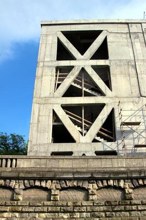 ceiling slab: Concrete building under construction. Concrete columns and slabs Stock Photo