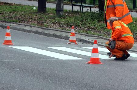 pedestrian crossing: Painting zebra on pedestrian crossing
