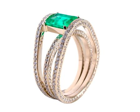 Gold a ring with brilliants and an emerald