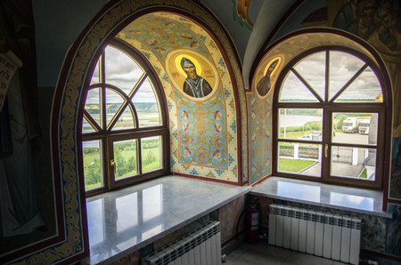 Windows in the church of the Orthodox monastery. Banque d'images - 102128349