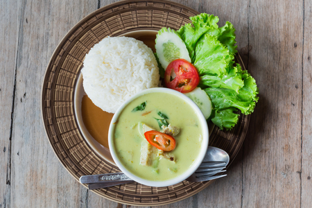 vegetable curry: Green curry with chicken and eggplant
